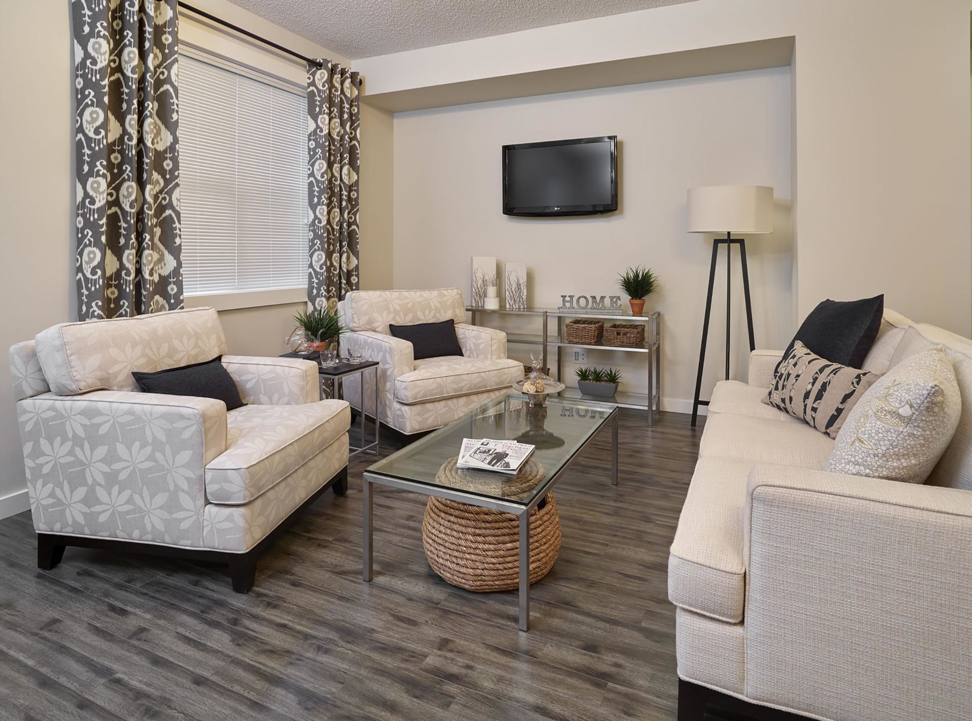 CLIO gallery living room